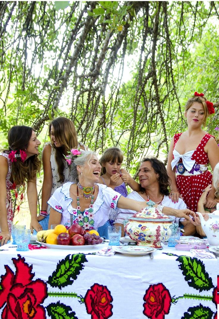 Los creadores de World Family Ibiza son Alok y Merel que han desarrollado, junto a su familia un nuevo concepto de moda creando ropa y complementos 100% artesanales que son diseñados y creados fusionando culturas de todo el mundo.