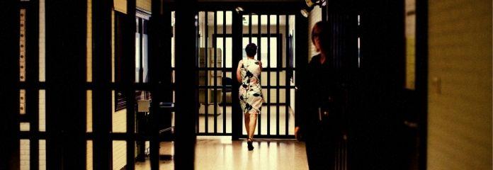 Vrouw bewaakt man: Lut Ruttens, gevangenisdirectrice