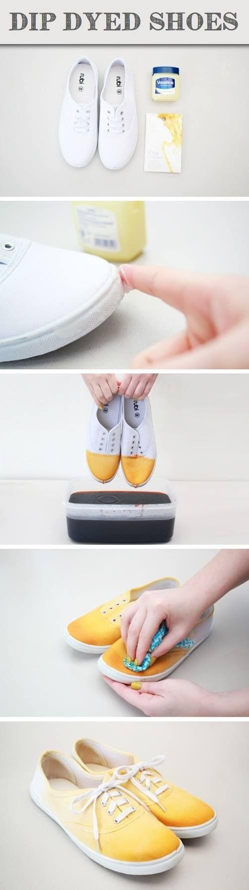 ¿Quieres un nuevo look, pero no quieren romper el banco? Vaselina y ropa de tinte! Use cinta adhesiva para cubrir partes del zapato actual y realizar algunos diseños ingeniosos!