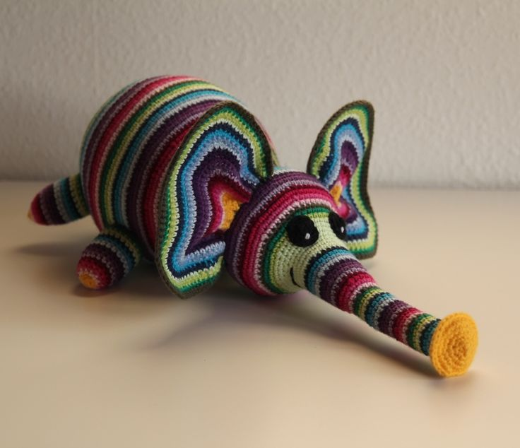 knit/crochet elephant (instructions are in another language)