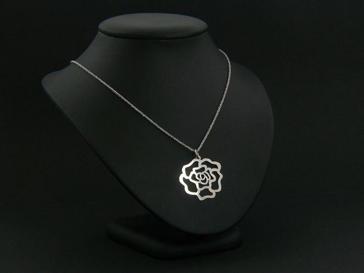 Rózsás  ezüst lánc.