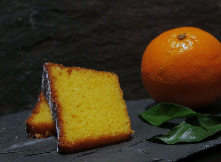 Até as cascas foram! Ideal para acompanhar uma boa chávena de chá, este bolo é tão simples que se faz num abrir e fechar de olhos! Al...