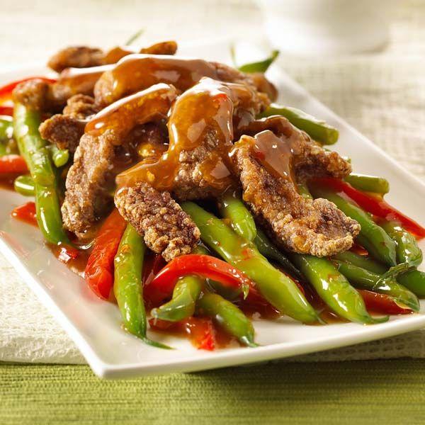 Préparation 1. Faire chauffer l'huile dans un wok ou un grand poêlon antiadhésif à feu moyen-vif. Dans un bol, enrober les lanières de bœœuf avec le blanc d'œœuf. Retirer. Enrober de fécule de maïs. En utilisant de petites quantités à la fois, faire frire le bœœuf dans de l'huile chaude jusqu'à ce qu'il soit croustillant, … Continue reading Sichuanais croustillant bœuf et haricots verts →
