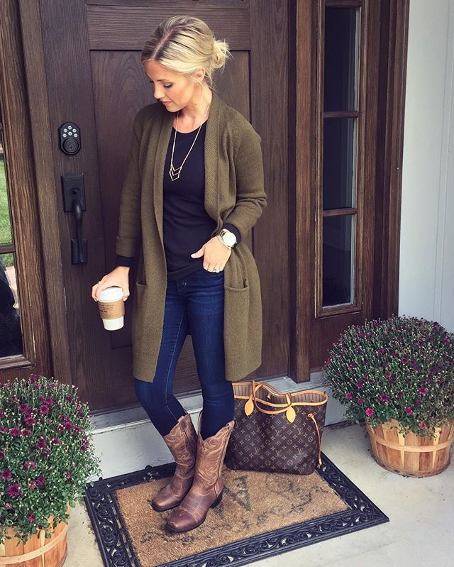 Because in Indiana its perfectly acceptable to wear cowgirl boots even if you're not going to a pumpkin patch  I've linked my exact pair on the Shop page of the blog {link in bio} along with this long cardigan that has been restocked in ALL colors and is under $50!!  Hope you're Saturday is wonderful! ☕️