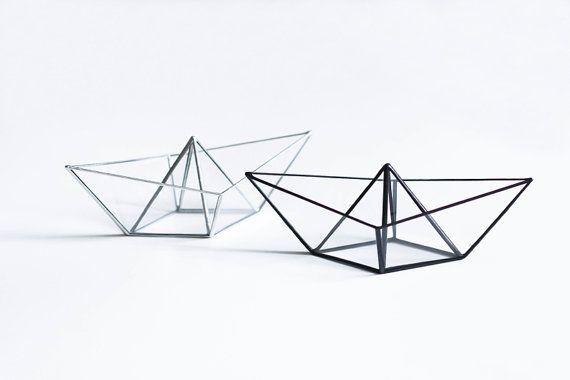 Bateau origami de beau vitrail transparent. Garder vos bijoux dedans, ou lutiliser comme décoration pour votre maison. Il est parfait pour garder