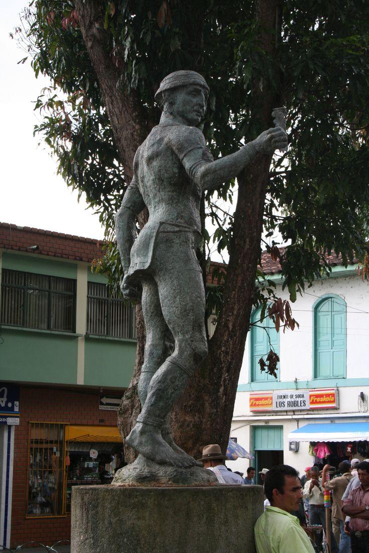 CUTURRUMBI  .estatua conmemorativa sobre las tribus que habitaron la región.