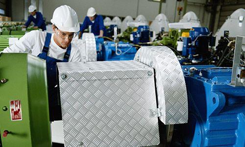 Exequible equiparación de contratistas y contratantes en regulación de accidentes de trabajo