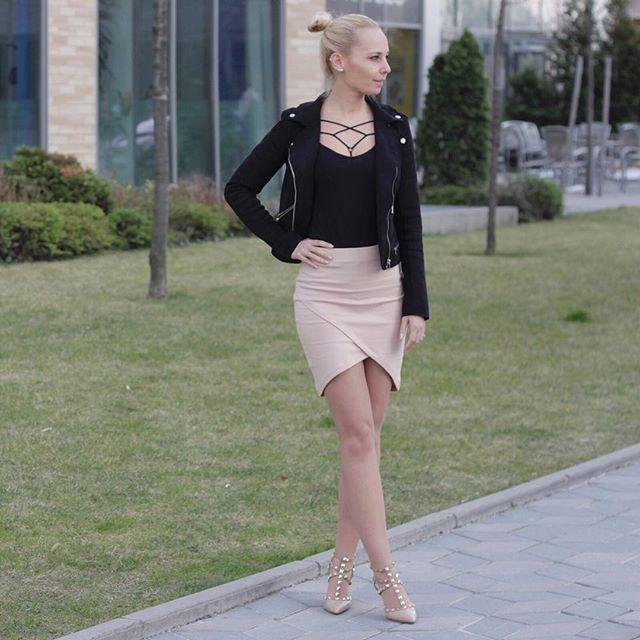 Spring outfit with my favourite jacket and new lingerie accessory from @straps_hu  Tavaszi szett a kedvenc kabátommal és az új @straps_hu melltartó díszpántommal. 🖤 . . . #ootd #outfit #wiw #style #inspiration #spring #instafashion #instastyle #bestofstreetchic #streetstyle #blogger #fashionista #fashionblogger #strapslingerie #strapshu #mik #ikozosseg #budapest #hungariangirl