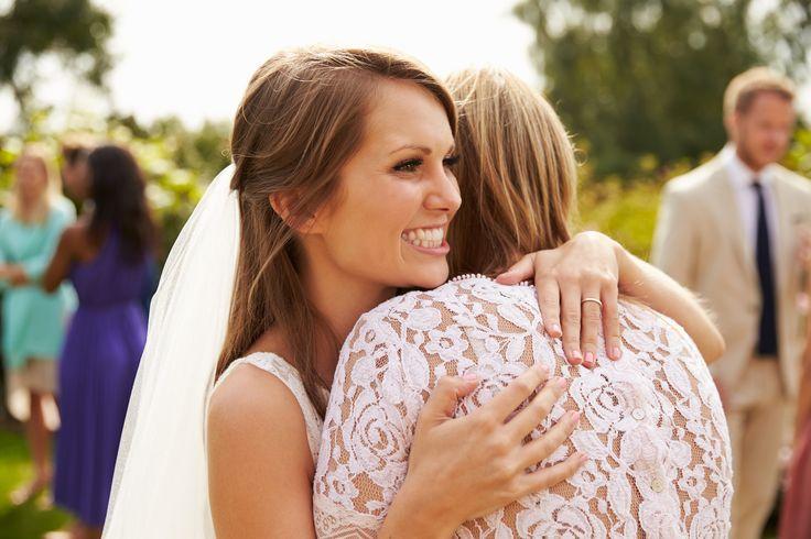 De trouwjurk van je moeder dragen? Dat kan!    Voor vele toekomstige bruiden is het een kinderdroom om te trouwen in hun moeders trouwjurk. Met deze tips ben je alvast op de goede weg.