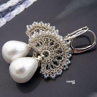 Vintage kolczyki w formie wachlarza, który powstał z cieniutkiego srebrnego drutu misternie wyplecionego w koronkę.