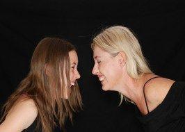 Cuatro cosas que no sabías sobre las cosquillas: por qué dan miedo o tanta risa?  Ni son exclusivas de los humanos ni a nuestro cerebro les resultan divertidas. Esto es lo que la ciencia nos ha enseñado sobre las incontrolables cosquillas. Por ejemplo nos da más risa que nos acaricien el pie derecho que el izquierdo. Y a veces nos dan miedo.  1.-Por qué nos reímos de manera incontrolada cuando nos hacen cosquillas?Científicos alemanes de la Universidad de Tubinga han dado con la respuesta…
