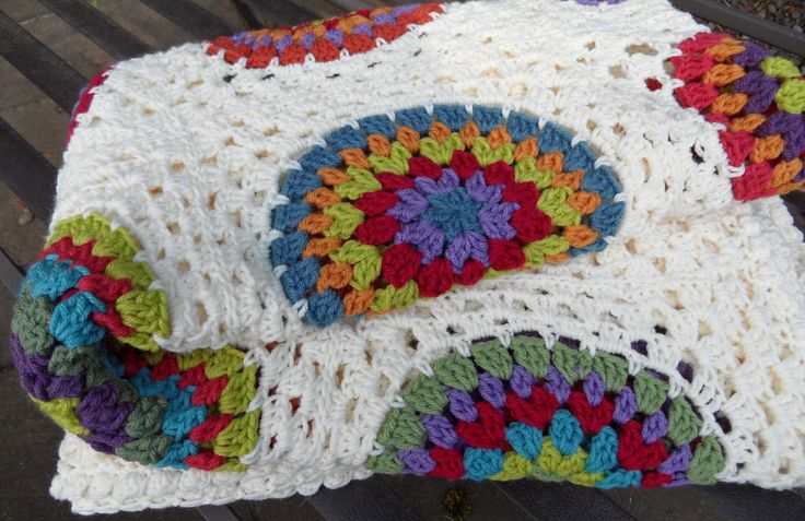 granny square blanket | DONNA's Bedcover granny square circle blanket by LOMamas on Etsy