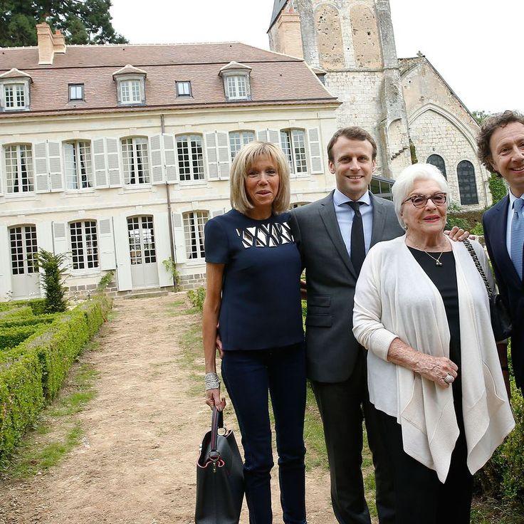 Stéphane Bern inaugure sa nouvelle demeure avec le couple Macron