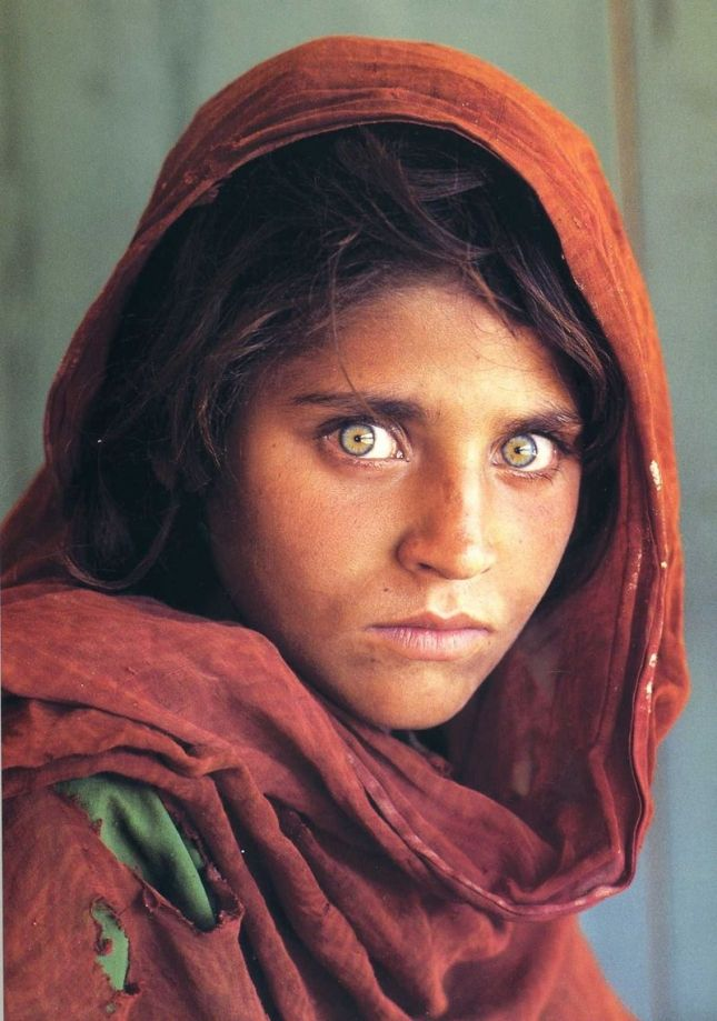 Поразительно красивые глаза реальных людей    Афганская девочка Шарбат Гула.
