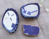 Magneti blu, decorativi realizzati con frammenti di ceramica spiaggiata. S. Stefano di Camastra, vintage.