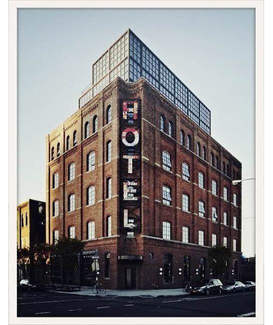 Les meilleures adresses de Constance Jablonski à New York: Wythe Hotel à Williamsburg http://www.vogue.fr/voyages/adresses/diaporama/les-adresses-de-constance-jablonski-a-new-york/17640/image/957092#!les-meilleures-adresses-de-constance-jablonski-a-new-york-wythe-hotel-a-williamsburg