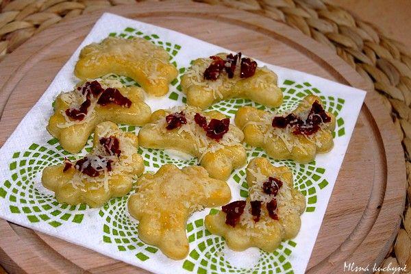 Mlsná kuchyně: Chuťovka k vínu: Bramborové rohlíčky se sýrem a sušenými rajčaty