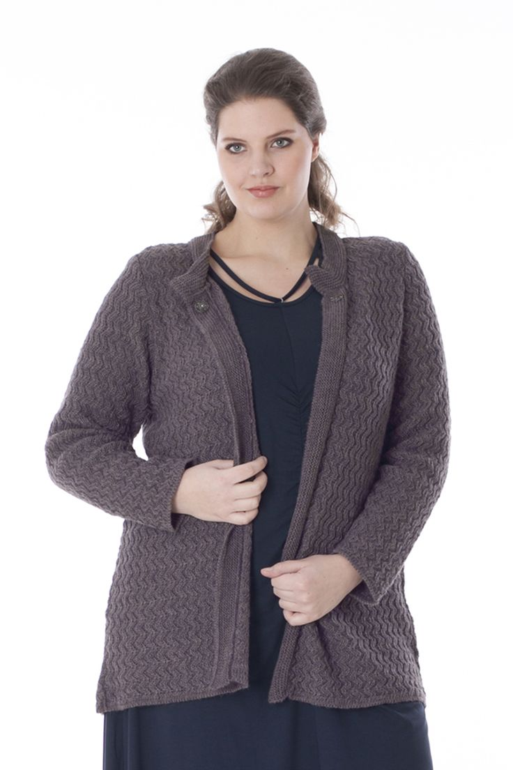 Exelle | Comfortable straight cardigan knitted in zig-zag structure. Knitted stroke along neckline and front, closes with a fancy snap at the neckline. Composition 80% nylon, 20% mohair.