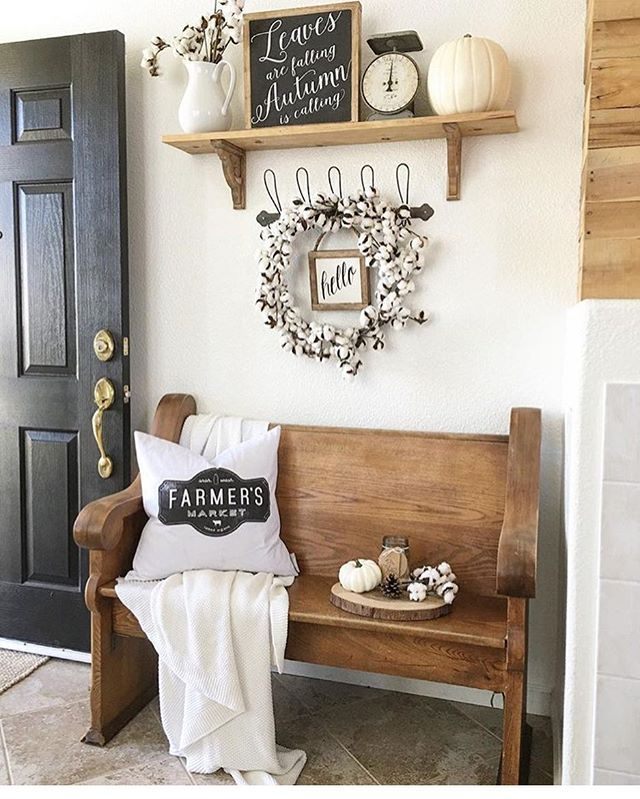 I can't get over this perfect little church pew!! Farmers Market pillow can be purchased at sovintagechic.com