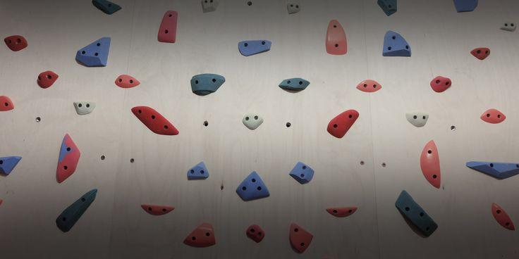 Домашний скалодром своими руками за один день.  Интересно? Читай статью: http://www.rockclimber.ru/скалодром-своими-руками/  #скалодром #скалодромсвоимируками #скалолазание #рожденбытьскалолазом #RockClimber
