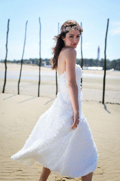 """Robe de mariée: les tendances 2016. Robe """"Lili"""", robe bustier à petits noeuds de ruban sur taffetas, prix sur demande, Marie Laporte."""