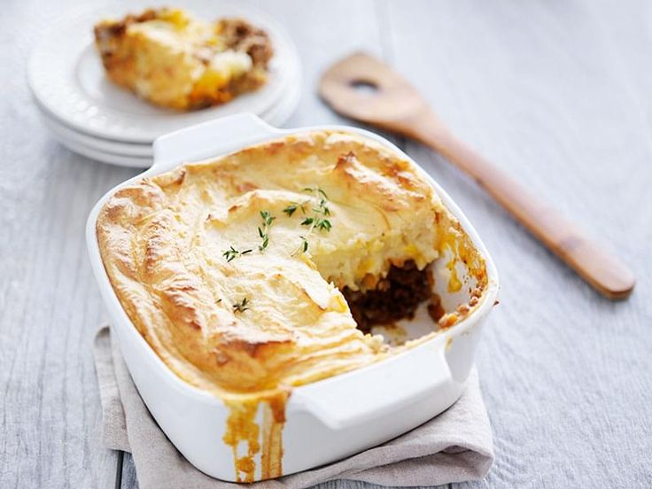 Ground beef, onions, mushrooms, and peas, covered with mashed cauliflower, and baked until golden. A low-carb variation of the classic Shepherd's Pie, where the potatoes are replaced with cauliflower.