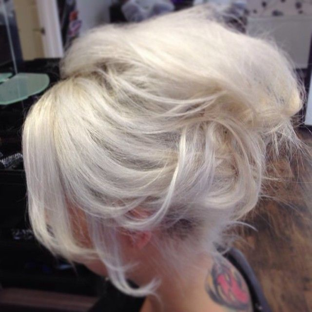 Party hair #messyupdo #casual