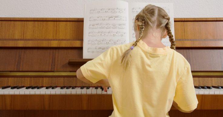 Como trocar as rodas de um piano vertical . Se você possui um piano vertical antigo em sua casa, há uma boa chance de que, em algum momento, as rodinhas dele precisem ser trocadas. Mesmo que o piano vertical pareça ser leve o suficiente para você conseguir trocar essas rodas com facilidade, você ficará surpreso com o grau de dificuldade que essa tarefa pode ter. Uma vez que o piano esteja ...