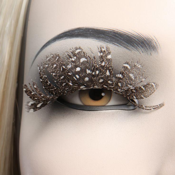 Eyes ref : YB.57.F2 Shop window design Shop window display Visual merchandising Shop window mannequin