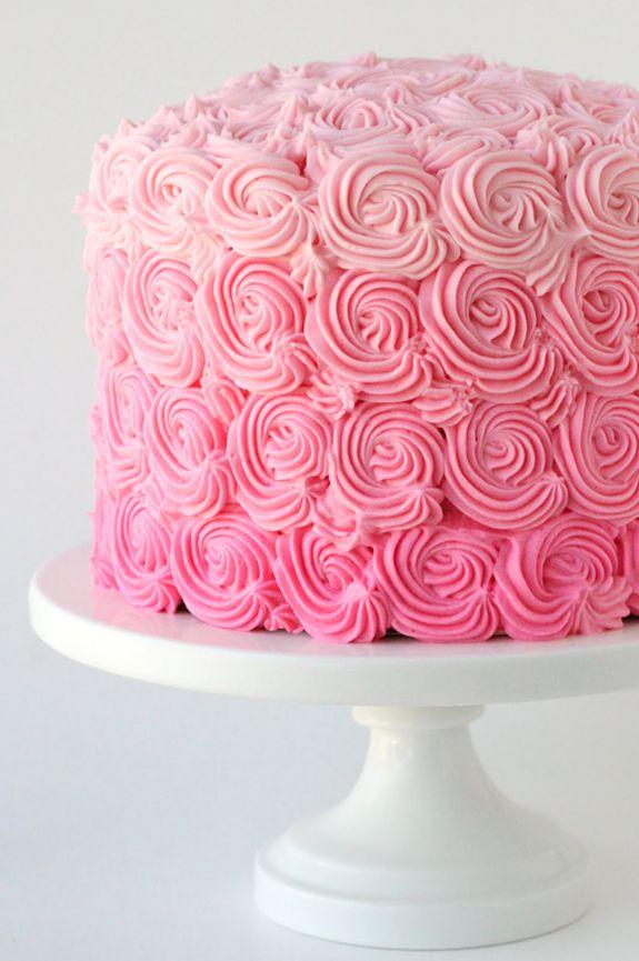 LOVE this monochromatic cake!