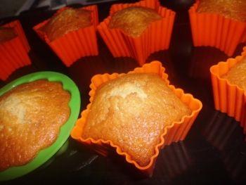 Briose cu mere si scortisoara O reteta de briose foarte gustoasa:) Rețete de brioșe & cupcakes, reteta sinpla, Americana, Rețete pentru petrecere, Reţete cu mere, sare, Pentru familie