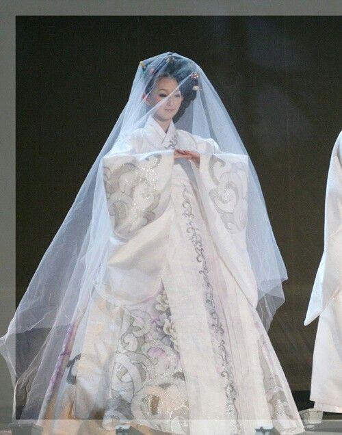 419 best hanboks images on pinterest for Hanbok wedding dress