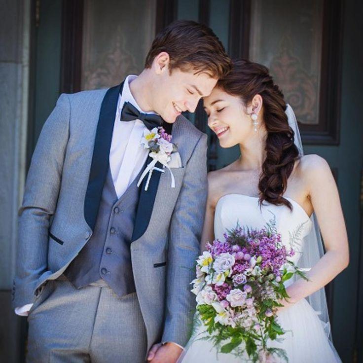 Happy bride and groom.幸せいっぱいの新郎新婦。#brideandgroom #bride #groom #weddingdress #tuxedo #purplebouquet #静岡花嫁 #静岡結婚式場 #エスプリドナチュール #エスプリ花嫁 #エスプリ #プレ花嫁 #静岡プレ花嫁 #ウェディングドレス #タキシード #新郎新婦 #ナチュラルウェディング #洋館ウェディング #ブーケ #ウェディングヘア #ウェディングフォト http://gelinshop.com/ipost/1521525510406937723/?code=BUdi2PsgBx7