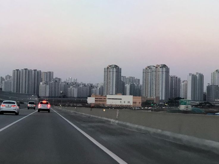 Driving to Yesan from Daejeon ... amazing the tall numerous apartment complexes on the horizon.