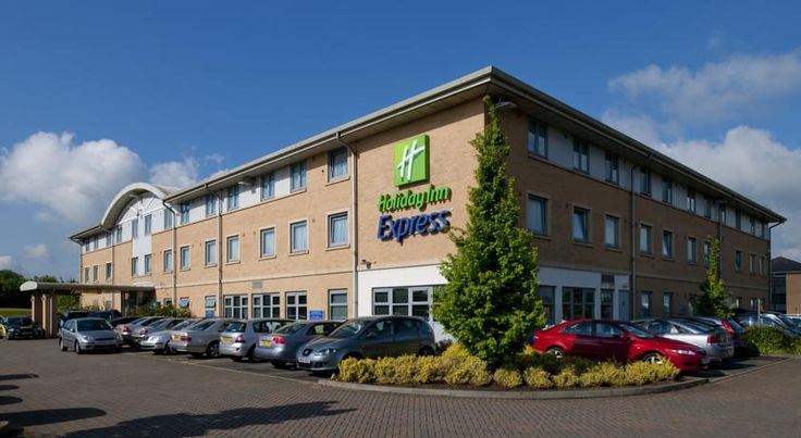 Holiday Inn Express East Midlands Airport Derby Just 4 minutes from the terminal, Holiday Inn Express East Midlands Airport offers modern rooms and excellent access to the M1. There is also an on-site restaurant.