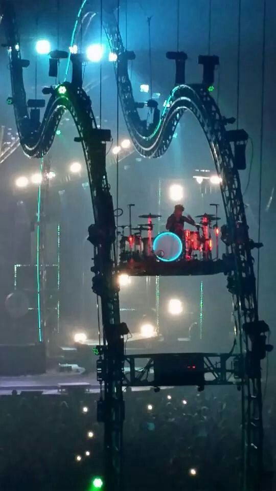 I have seen Tommy Lee do this at the last concert.  It was AMAZING!