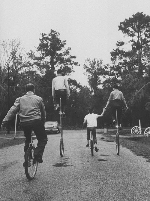 A family of unicyclers