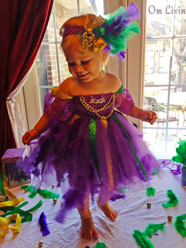 Learn how to make an adorable Mardi Gras dress for your toddler. This dress has feathers, beads, sparkles and everything to make it the perfect Mardi Gras.