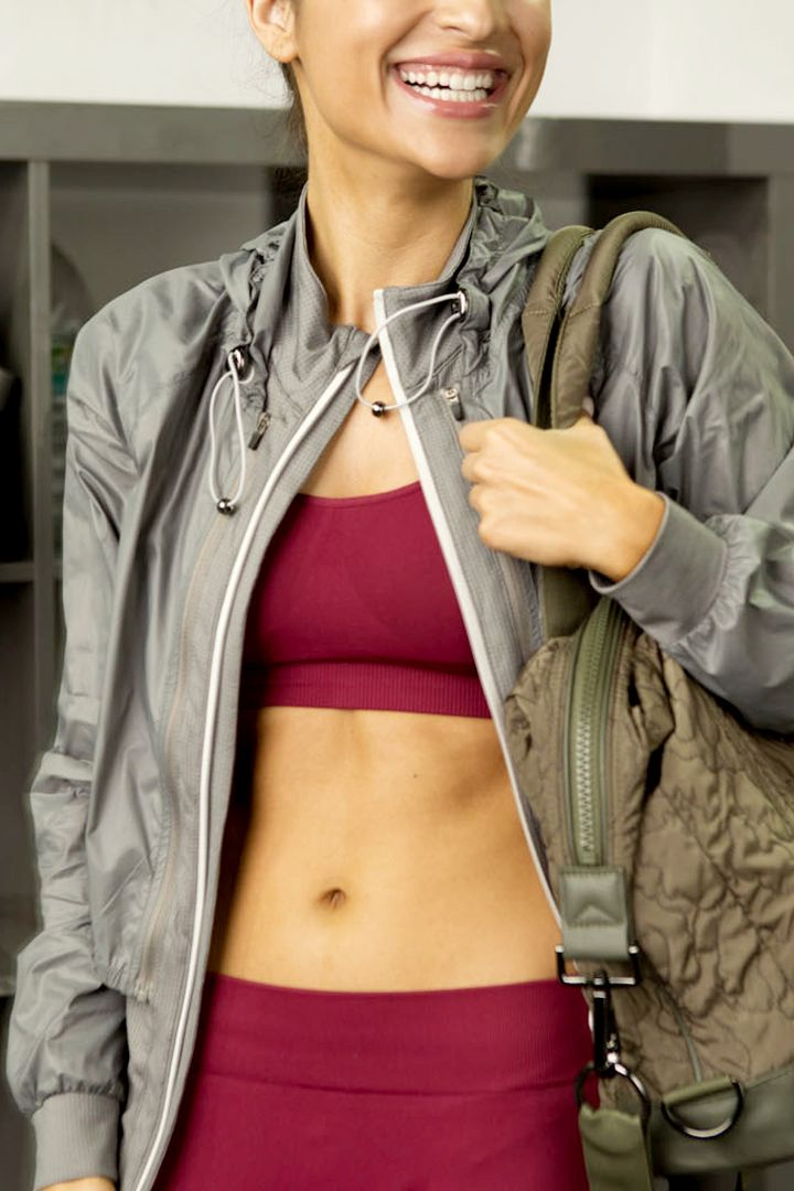 Getting flatter abs requires more than just endless crunches. Here are tips to help your diet and fitness regimen to support that goal of a flatter stomach.
