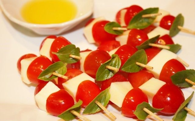 Trio incrível: tomate, mussarela de búfala e manjericão (Foto: reprodução)