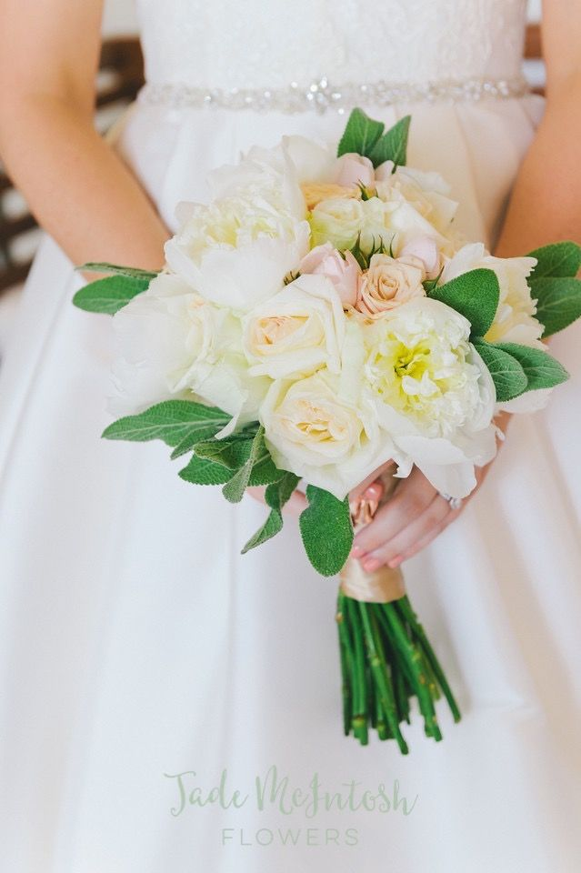 Love Rachel's rose-y bouquet. Such a sweet statement. www.jademcintoshflowers.com.au