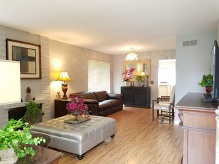 Newly Remodeled 3mile to Disneyland Cozy Townhouse
