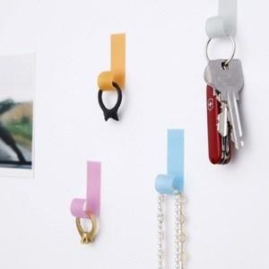Tape Hook : crochet adhésif