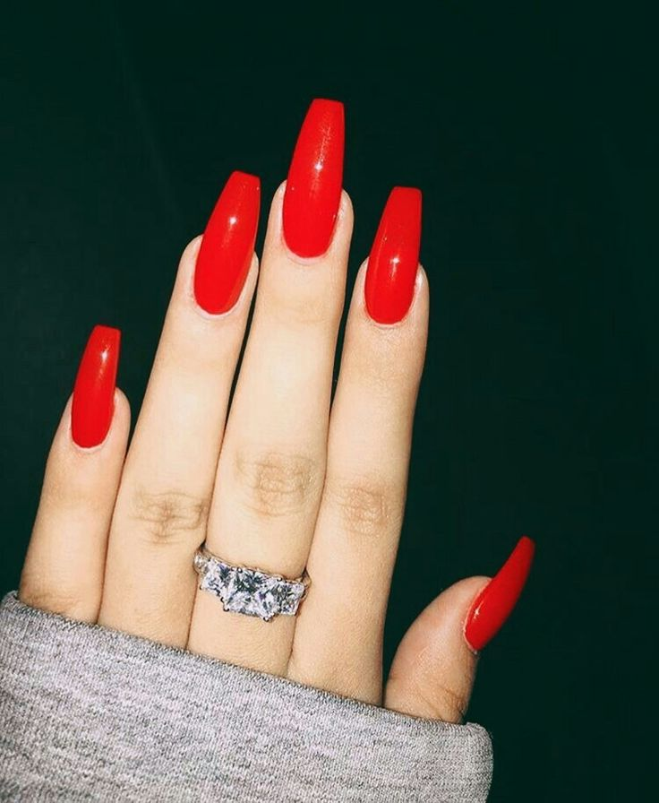 Red coffin nails https://noahxnw.tumblr.com/post/160694611901/hairstyle-ideas