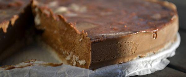 Wil je een heerlijk en toch gezond dessert op tafel zetten? Dan is deze chocolade kokostaart de perfecte uitkomst! Glutenvrij, lactosevrij en suikervrij!