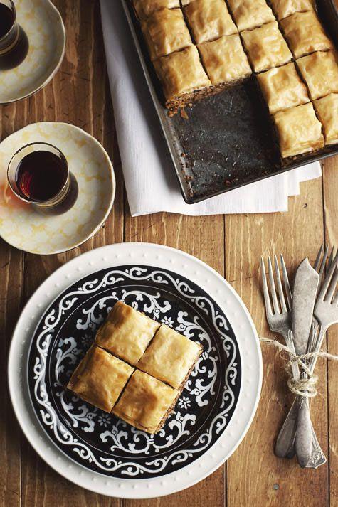 ...μπακλαβά. Αντί για καρύδια βάζουμε φουντούκια. Το αποτέλεσμα απλά θεϊκό! Το σιρόπι εκτός από μέλι, ζάχαρη και λεμόνι..Ο μπακλαβάς είναι ένα γλύκισμα...