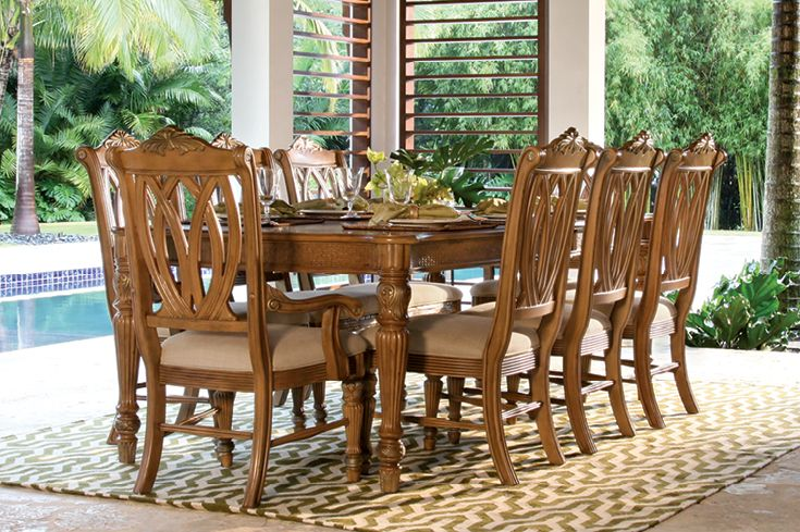 The tropical Tradewinds dining set takes an upscale approach on the laidback Florida lifestyle.