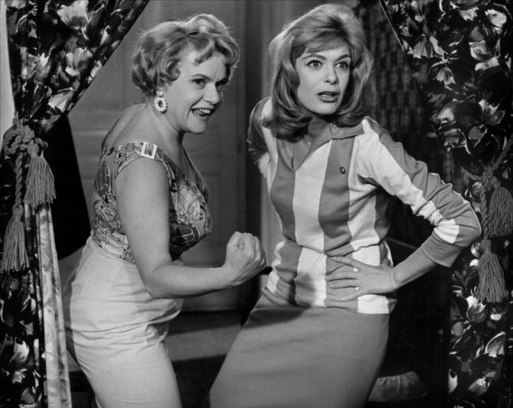 Melina mercouri and Despo Diamantidou in 'Never on Sunday' (Preparing for a brothel's strike)