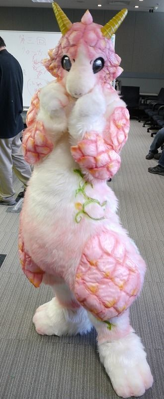 -- I can't even deal with how amazing this fursuit is.