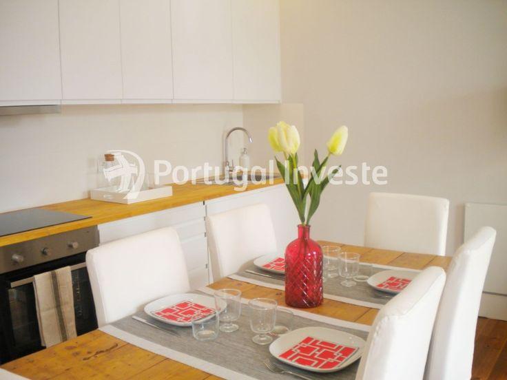 Cozinha, Vende T2, remodelado, junto Mercado de Fusão e Castelo de S. Jorge - Portugal Investe